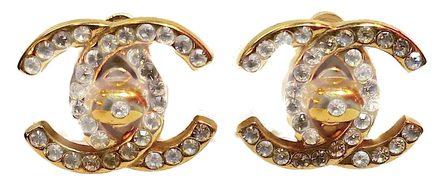c9bcda0ec8f5e Gabrielle Bonheur Chanel była obok Elsy Schiaparelli pierwszą kreatorką  mody, dla której biżuteria była jednym z najistotniejszych elementów stroju.